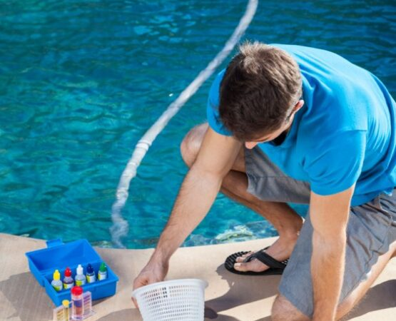 pool-cleaning-service-technician-east-texas
